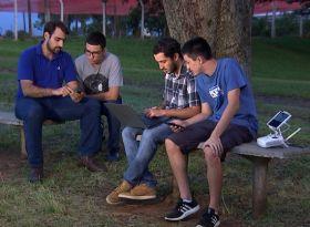 Universitários usam tecnologia para se especializar e monitorar plantações
